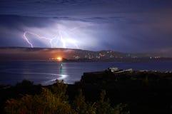 Blitz über dem Schacht Stockfotos