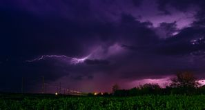 Blitz über den Eisenbahnlinien Stockbild