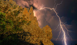Blitz über den Felsen Lizenzfreie Stockfotografie