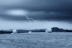 Blitz über der Landschaft Stockfotografie