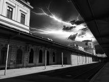 Blitz über der Station Lizenzfreie Stockfotografie