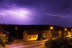 Blitz über der Straße Stockfotografie