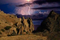 Blitz über einer Küste Schwarzen Meers, Krim Stockfotografie