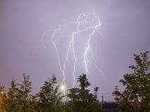 Blitz über einer Stadt Lizenzfreies Stockbild