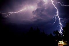 Blitz über Haus Lizenzfreie Stockfotos