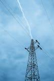 Blitz über Hochspannungsmast Lizenzfreie Stockfotografie