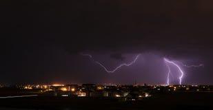 Blitz über Kleinstadt Stockbilder
