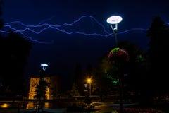 Blitz über nächtlichem Himmel Stockbilder