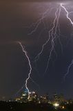 Blitz über Stadt-Skylinen Lizenzfreies Stockfoto