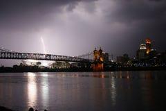 Blitz auf dem Fluss Stockfotos