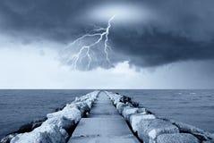 Blitz auf dem See Stockbild