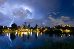 Blitz auf dem See Lizenzfreie Stockfotos