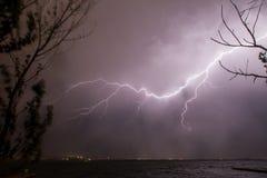 Blitz auf dem Wasser Lizenzfreies Stockfoto