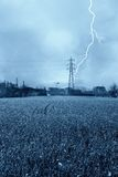 Blitz auf einem Hochspannungsgondelstiel Stockfotografie