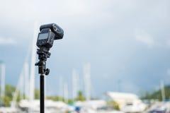 Blitz auf einem Stativ für Fotografie Lizenzfreie Stockfotos