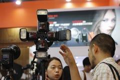 Blitz auf Foto-Ausrüstungs-Ausstellung Stockfotografie