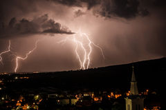 Blitz über nächtlichem Himmel Lizenzfreie Stockbilder