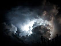 Blitz in den Wolken Stockfotos