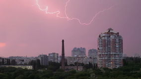 Blitz in der Stadt stock video