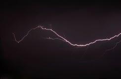Blitz ein Gewitter, nächtlicher bewölkter Himmel Stockfotos