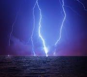 Blitz in einem stürmischen Himmel Lizenzfreie Stockbilder
