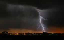 Blitz-Gewitter in der Nachbarschaft Stockbild