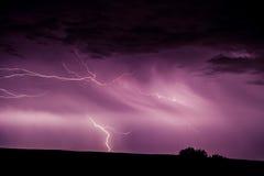 Blitz im Himmel und aus den Grund Stockfotos