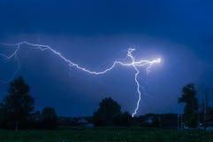 Blitz im nächtlichen Himmel Lizenzfreies Stockbild