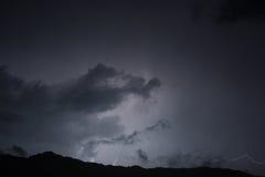 Blitz im nächtlichen Himmel Stockfotos