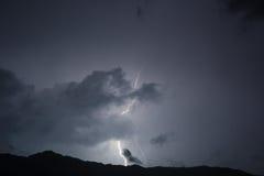 Blitz im nächtlichen Himmel Stockfotografie