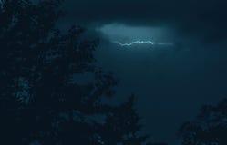 Blitz im Sturmhimmel Lizenzfreies Stockfoto