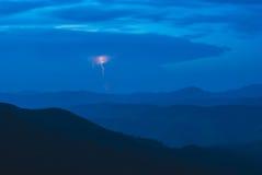 Blitz in Karpaten Stockfoto