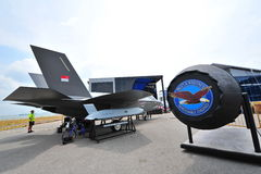 Blitz Lockheed Martins F-35 und seine Pratt- u. Whitney-F135 Maschine auf Anzeige in Singapur Airshow Stockbild