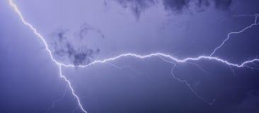 Blitz mit drastischen Wolken Lizenzfreies Stockfoto