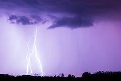 Blitz mit drastischen Wolken Stockfotografie