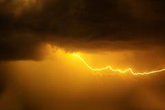 Blitz mit drastischen Wolken Stockfotos