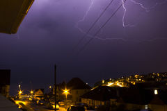 Blitz in Saltdean, Brighton, interessante mehrfache Blitze Stockbild