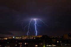 Blitz-Sturm über Stadt Lizenzfreie Stockfotos