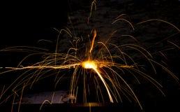 Blitz und Funken vom elektrischen Schweißen Stockbild