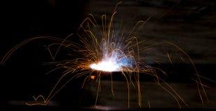 Blitz und Funken vom elektrischen Schweißen Lizenzfreie Stockfotografie
