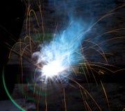 Blitz und Funken vom elektrischen Schweißen Lizenzfreie Stockfotos