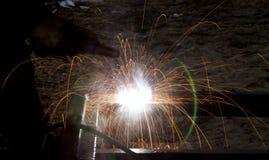 Blitz und Funken vom elektrischen Schweißen Lizenzfreies Stockbild