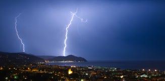 Blitz und Gewitter auf dem Tigullio-Golf - Chiavari - Italien Stockbilder