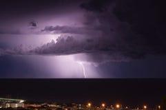 Blitz und Gewitter auf dem Tigullio-Golf - Ligurier meeres- Chiavari - Italien Lizenzfreies Stockbild