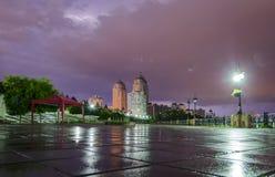 Blitz und Gewitter in der Stadt Stockbild