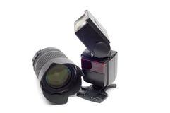 Blitz und Kameraobjektiv für dslr Kamera Stockbilder