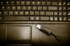 Blitz und Laptop Lizenzfreie Stockfotos