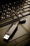 Blitz und Laptop Lizenzfreies Stockfoto