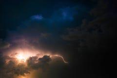 Blitz und Sturm - skyscape Lizenzfreie Stockfotos