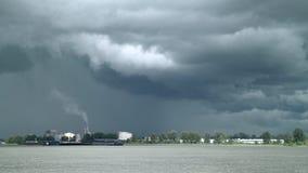 Blitz und Sturm-Wolken, Fraser River Slow 4K, UHD stock video footage